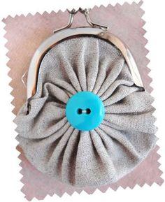 fabric yo-yo purse - OMG sew cute!  I really want to make this!