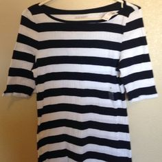 NWT Old Navy Mid Sleeved Top Size Large. Brand New. No damage. Mid sleeve. Women's top. Old Navy Tops Tees - Short Sleeve