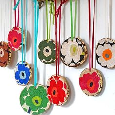 Add some gorgeous Nordic Christmas decorations to you wall with these DIY Marimekko wood slices. Turn the wood slices round for a different pattern. Nordic Christmas Decorations, Christmas Ornaments, Holiday Decor, Christmas Ideas, Tree Crafts, Decor Crafts, Diy Crafts, Marimekko, Summer Crafts