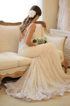 Absolutely love the love back of the dress, and all of the lace material! Great fit, and look, especially for a country chic or rustic themes wedding.