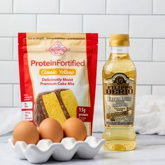 👀 Did you know...? You can sub applesauce or Greek yogurt for the oil when you prepare our new Classic Yellow protein cake mix. We tried many substitutions during our research and development phase, and these passed our high standards for taste and texture. So go ahead, make this cake your way! 🥣#proteincakerecipe #proteinrecipe #glutenfreecakerecipe #lowsugarcake #proteinfullbaking Protein Cake, Protein Foods, Low Sugar Cakes, Baking With Protein Powder, Yellow Cake Mixes, Healthy Cake, High Protein Recipes, High Standards, Greek Yogurt