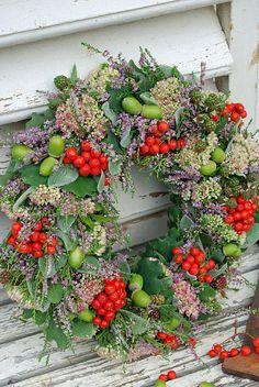 Beautiful Fall Wreath I vitaranunkler Fall Wreaths, Door Wreaths, Christmas Wreaths, Christmas Decorations, Rustic Wreaths, Corona Floral, Wreath Crafts, Front Door Decor, Summer Wreath