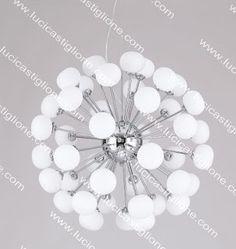 Lucicastiglione fabbrica lampadari: Lampadari moderni con sfere bianche in vetro.
