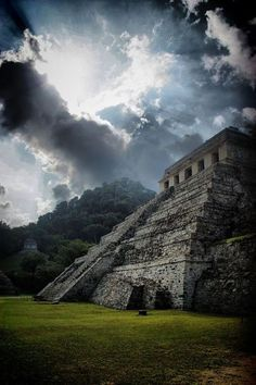The Palenque Mayan ruins, Mexico, contains some of the finest architecture, sculpture, roof comb and bas-relief carvings that the Mayas produced Mayan Ruins, Ancient Ruins, Ancient Greek, Beautiful World, Beautiful Places, Site Archéologique, Ancient Architecture, Gothic Architecture, Archaeological Site