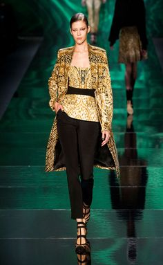 Monique Lhuillier FW2013-14.  And there you are, transported into another vision of the world.
