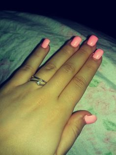Pink fluo nails