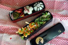 http://www.dieknoblauchkatze.ch/shrimps-in-the-garden-bento #bento #obento #lunch box