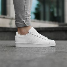https://www.sooco.nl/adidas-superstar-foundation-witte-lage-sneakers-23462.html