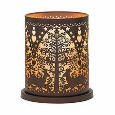 Windlicht Winterwald  Details: Fein gearbeiteter Metallzylinder. Inkl. Votivkerzenglas. H: 17 cm. Kerzenformen: Escential Duftwachsgläser, Votivkerzen und Teelichter (im Votivkerzenglas).