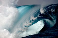 Woundn't want to be out there on this wave, but it looks so cool.
