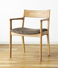 CH-0098 アームチェア | インテリアショップBRUNCH Cafe Furniture, Furniture Upholstery, Wooden Furniture, Dining Furniture, Furniture Design, Dining Chairs, Scandinavian Furniture, Chair Design, Interior