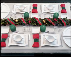 Excellent Picture of Christmas Wedding Ideas Christmas Wedding Ideas Winter Wedding Ideas Two Christmas Wedding Themes Inside Weddings Christmas Table Settings, Christmas Tablescapes, Christmas Table Decorations, Decoration Table, Holiday Decor, Holiday Tablescape, Centerpiece Ideas, 25 Days Of Christmas, Christmas Ideas