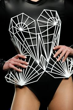 printer design printer projects printer diy DRESS DRESS Maya Hansen collaboration with Maria Orille corsetry you can find similar pins . Geometric Fashion, 3d Fashion, Fashion Design, 3d Printed Fashion, 3d Printed Dress, Paper Fashion, Structured Fashion, 3d Mode, 3d Printing Materials