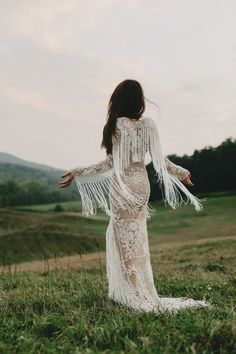 23 Wedding Dresses With Lively Details That Move With The Bride!