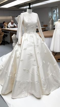 - - (notitle) Get me to the church on time Dior Wedding Dresses, Beaded Wedding Gowns, Bridal Dresses, Prom Dresses, Dress Form Mannequin, Weeding Dress, Dress Lilly, Ring Verlobung, Dream Dress