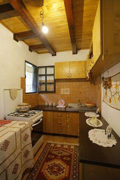Și-au făcut casa din Prahova după un model tradițional muntenesc de la Muzeul Satului   Adela Pârvu - Interior design blogger Traditional House, Sweet Home, Cottage, Interior Design, Kitchen, Table, Furniture, Romania, Sd