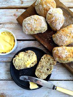 Eltefrie solsikkerundstykker – Maj-Britt Aagaard Norwegian Food, Vegetarian Recipes, Healthy Recipes, Crumpets, Bread Rolls, I Love Food, No Bake Cake, Bread Recipes, Delish