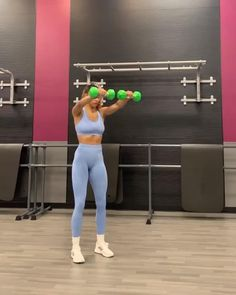 Gym Workout Videos, Gym Workouts, At Home Workouts, Fitness Workout For Women, Fitness Goals, Yoga Fitness, Exercices Swiss Ball, Triceps Workout, Shoulder Workout