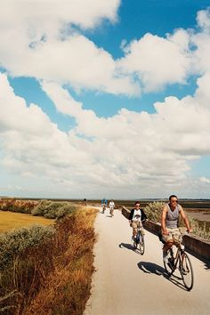 Saddle up on horse and bicycle to discover the Ile de Ré, the smart French island par excellence where Parisians go on holiday