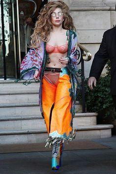 Lady Gaga Corset Dress Leather Over Coat Lady Gaga Outfits, Lady Gaga Fashion, Weird Fashion, Fashion Outfits, Womens Fashion, Trendy Fashion, Hottest Female Celebrities, Celebs, Musica Lady Gaga