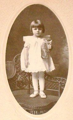 antique photo- little girls with her teddy bear Old Teddy Bears, Vintage Teddy Bears, My Teddy Bear, Bear Toy, Teddy Photos, Teddy Bear Pictures, Bear Photos, Vintage Children Photos, Vintage Pictures