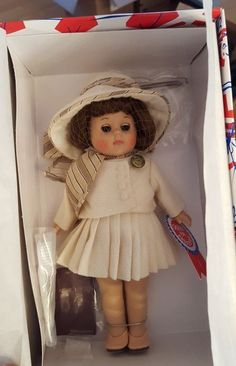 """NEW Ginny doll in box 8""""T"""