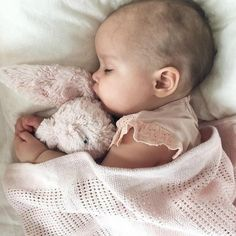 - Mom and Baby Cute Little Baby, Baby Kind, Little Babies, Baby Love, Cute Babies, Cute Baby Pictures, Newborn Pictures, 6 Month Baby Picture Ideas, Foto Baby