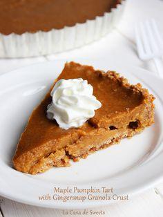 Maple Pumpkin Tart with Gingersnap Granola Crust {Gluten free friendly} | La Casa de Sweets #thanksgiving