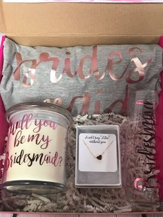 Personalized Bridesmaid Proposal Box, Bridesmaid Gift Box, Maid of Honor Proposal Box Will you be my bridesmaid will you be my maid of honor - Bryllup - Bridesmaid Gift Boxes, Bridesmaid Proposal Gifts, Bridesmaid Gifts Will You Be My, Brides Maid Proposal, How To Ask Your Bridesmaids, Bridesmaid Gifts Unique, Bridesmaid Question Ideas, Wedding Asking Bridesmaids, Maid Of Honour Gifts