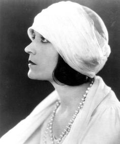 1920's Pola Negri in a becoming turban-like cloche. From A Certain Cinema.