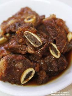 갈비찜 맛있게 만드는 법 : 초간단 갈비찜 황금레시피 : 네이버 블로그 Asian Recipes, Gourmet Recipes, Cooking Recipes, K Food, Food Menu, Korean Dishes, Korean Food, Food Design, Food Concept