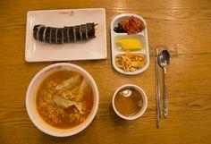 연대앞신촌의 식당과 푸드카페 food cafe of Sinchon  #연대앞 의 신촌에서의 음식점 풍경과 분식집인 푸트카페,,,,,  소박하고 학생들을 대상으로 하며 저렴한 가격이다. 김밥에서 부터, 라면류, 떡볶길, 한식, 중식,탕등 없는 것이 없다. ,  또한 밤늦게 까지 하는 곳이 많아 저녁늦게 밥먹기 힘들때 먹기 좋은곳,,,,  라면은어렸을적의 추억이 많이 있는 음식이다...염분의 과다와 스프에 문제가 있지만 입맛을 당기게 한다..건강을 생각한다면 절제해야...  김밥은 서민적이면서도 저렴하고 편한 음식 빵을 먹는 것 보다는 김밤을 먹는 게 좋을것 같다.  김밥의 재료에 따라 다르다. 단무지, 당근은 태음인에 좋고, 오이, 우엉은 소양인, 시금치는 소음인에 좋다. 오뎅, 어묵은 주로 소양인에 좋다. ,  불고기뚝배기는 태음인에 좋다. 소고기는 근육을 튼튼하게 하여 준다.   #김밥 https://en.wikipedia.org/wiki/Gimbap
