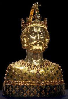 Reliquary of Charlemagne, Aachen Cathedral Treasury which contains fragments of his skull infused with the bust Ancient History, Art History, Family History, History Medieval, Church History, Medieval Art, British History, Louis The Pious, Aachen Cathedral