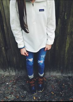 Patagonia pullover, ripped jeans and duck boots! Mom Outfits, Preppy Outfits, College Outfits, Preppy Style, Cute Outfits, Fashion Outfits, Patagonia Pullover, Patagonia Outfit, Fall Winter Outfits