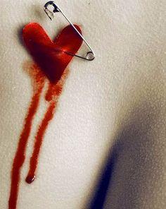 E se não for amor  Aquilo com que nos amamos  E se for amor  Aquilo que não dizemos  E se for dor  Aquilo em que nos deitamos  E se não for dor  Aquilo com que nos machucamos  E se nunca mais rimarmos  Amor com...  Você sabe    - António Corvo    facebook.com/ailhadocorvo  ailhadocorvo.blogspot.com  @antonio.corvo     @antonio_corvo