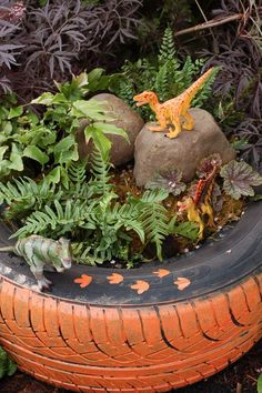Dinosaur Garden in a Painted Tire http://littlegreenfingers.typepad.com/little_green_fingers/outdoor-gardening-projects//page/4/