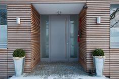 Fassade-Haus -Dach woman sitting in mini skirts - Woman Skirts House Design, House Entrance, House Front, Modern Porch, Cedar Cladding, House Exterior, Exterior Design, Front Door, Exterior Doors