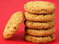 Having digestive biscuits with tea doesnt lead to acidity. Lets check out oatmeal digestive biscuits recipe. Oat Biscuits Healthy, Oatmeal Biscuits, Tea Biscuits, Anzac Biscuits, Healthy Crackers, Oatmeal Cookies, Digestive Cookie Recipe, Digestive Cookies, Digestive Biscuits