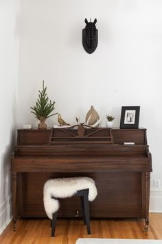 Edmund & Heidi's Traditional & Post-Modern Mix in Montreal New Living Room, Living Spaces, Instruments, Piano Room, Hygge Home, Up House, Interior Decorating, Interior Design, Eclectic Decor