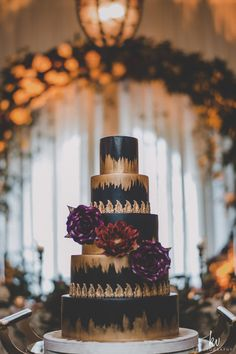 Beautiful navy and gold wedding cake in the Bella Collina Clubhouse, perfect for a Fall or Autumn Wedding.