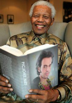رحل اليوم الثائر والزعيم ♥(نيلسون مانديلا)♥ نيلسون روليهلاهلا مانديلا سياسي مناهض لنظام الفصل العنصري في جنوب أفريقيا وثوري شغل منصب رئيس جنوب أفريقيا 1994-1999. وكان أول رئيس أسود لجنوب أفريقيا، انتخب في أول انتخابات متعددة وممثلة لكل الأعراق. ويكيبيديا الميلاد: ١٨ يوليو، ١٩١٨ (العمر 95) الطول: ١٫٨٣ م الفترة الرئاسية: ١٠ مايو، ١٩٩٤ – ١٤ يونيو، ١٩٩٩ الجوائز: جائزة نوبل للسلام، شخصية العام، جائزة سخاروف لحرية الفكر, الثَّائِرِ الحِــقّ الشَّريف / سَيْـفُ نَـوْرَ الْعَــزِازيٌّ