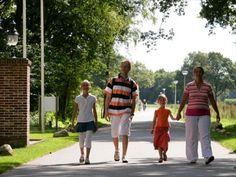Met één van onze vakantiehuizen in Drenthe bent u verzekerd van een perfecte vakantie in een prachtige omgeving. Tijdens uw vakantie in Drenthe kunt u optimaal genieten van de rust, ruimte en natuur om u heen. Van een gezellig vakantiehuis, ruime bungalow tot een gerenoveerde boerderij, u vindt het bij ons allemaal! http://www.heerlijkehuisjes.nl/nl/vakantiehuizen-drenthe