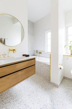 Terrazzo bathroom with bathtub and oak elements. Brown Bathroom Decor, Wood Bathroom, Laundry In Bathroom, Bathroom Wall Decor, Bathroom Interior Design, Bathroom Flooring, Bathroom Images, Budget Bathroom, Bathroom Remodeling