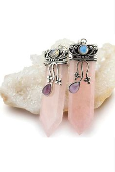 Rose Quartz Handmade Pendant Necklace https://willowmoonshop.com/collections/womens-necklaces/products/crystal-pendant-necklace For thousands of years, Natural Crystals have been cherished for their Balancing and Healing Energies. Worn close to the heart, these beautifully carved Natural Crystal Pendants stimulate the Soul.
