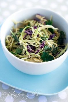 Easy coleslaw recipe with peanut dressing that is dairy-free, vegan and gluten-free - use tahini instead of peanut butter for paleo Coleslaw Recipe Easy, Creamy Coleslaw, Vegan Coleslaw, Raw Vegan, Vegan Vegetarian, Vegetarian Recipes, Healthy Recipes, Vegan Milk, Paleo