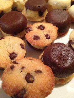 J'adore les cookies au chocolat et il n'y a pas que moi d'ailleurs !! Voici une version mini cookies avec une coque en chocolat ... Pour 34 mini cookies 1 pp / cookies -125g de farine -100g de sucre roux -60g de beurre 41 % -1 œuf -1CàS de lait -100g...