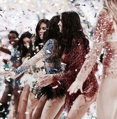 Luxury Boutique per fine lingerie Victorias Secret Models, Victoria Secret Fashion Show, Dolce & Gabbana, Runway Fashion, Fashion Models, 90s Fashion, Style Fashion, Victoria's Secret, Vs Fashion Shows