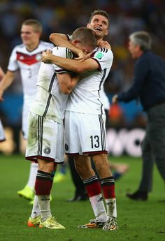 Dawwwww... Schweinsteiger and Müller hugging and crying after winning the World Cup