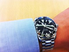 #Omega #Seamaster #Black (Such a stunning watch...a real eye-catcher)