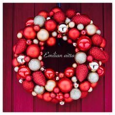 Emilian aitta Wreaths Joulupallokranssi Christmas Wreath joulukranssi punainen kranssi red wreath winter wreath
